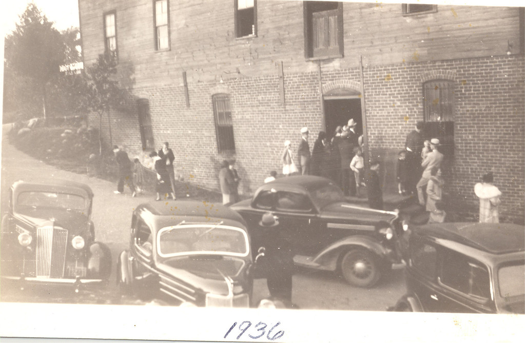 Description of . Customers gather to buy cider at Yates Cider Mill in 1936. (Photos courtesy of Yates Cider Mill)